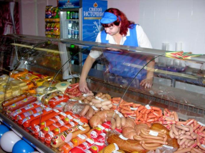 Диетологи: дешевые сосиски, консервы и полуфабрикаты убивают людей изнутри