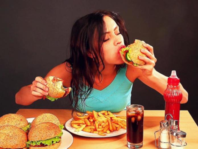 Исследователи выяснили, как перестать есть вредные продукты
