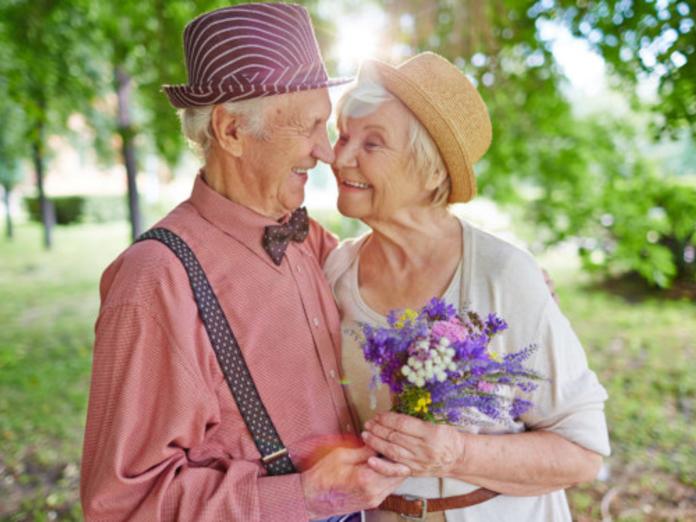 Исследователи выяснили, почему женщины живут дольше мужчин