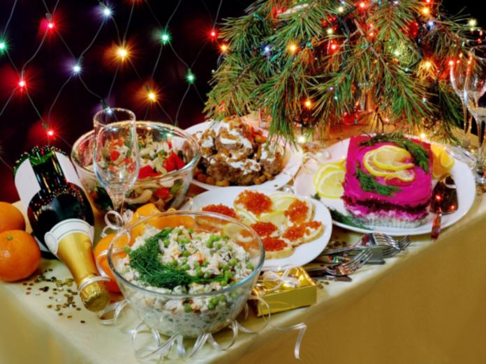 Врач-диетолог: какие пять типов продуктов могут быть опасными в Новый год