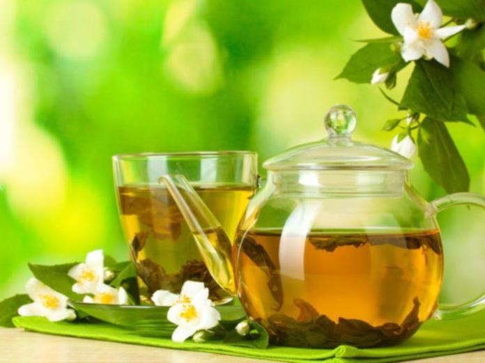Зеленый чай возглавил рейтинг лучших напитков для похудения