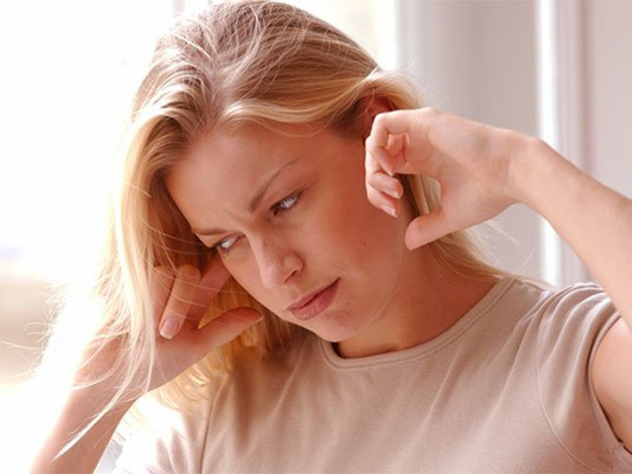 С чем связан шум в ушах и как от него избавиться