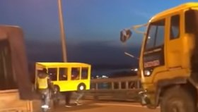 Владивостокцы пытались пересечь Золотой мост под видом автобуса