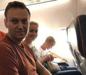 Навальный снова улетел кутить на пожертвования сторонников?