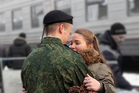 """Россияне уверены: """"Не служил - не мужик!"""""""