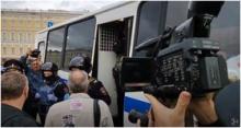 """""""Просто не могли объяснить, почему решили выйти"""": корреспондент Sota.vision поговорил с участниками акции на Дворцовой"""