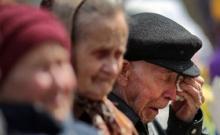 """Минтруд не хочет отпускать стариков на """"голодную"""" пенсию"""