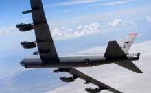 Эскадрилья B-52 тренирует ядерный удар у границ России