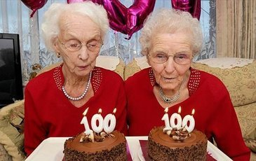 102-летние близняшки любят рыбу и алкоголь