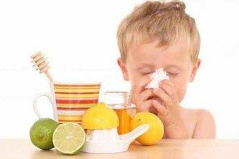 Более 50% родителей лечат детей от простуды народными методами