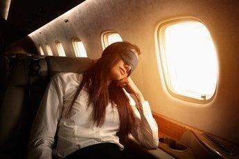 В самолете вредно...спать