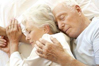 Как в пожилом возрасте избавиться от бессонницы с помощью народных средств?