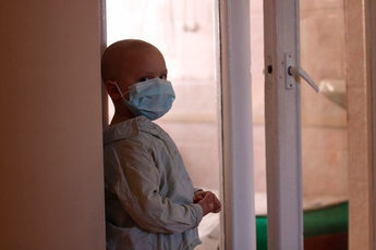 """Соседи """"вытравили"""" из квартиры семью с онкобольными детьми"""