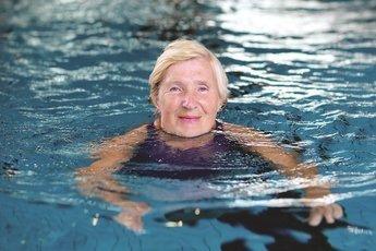 Плавание и прогулки вместо лекарств снижают давление