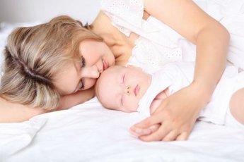 Как научиться высыпаться с маленьким ребенком