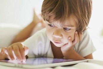ВОЗ: детям нельзя долго пользоваться планшетами
