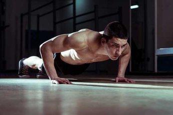 Инфаркт грозит мужчинам, не способным отжаться 10 раз