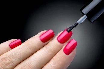 Почему лак для ногтей вредит организму