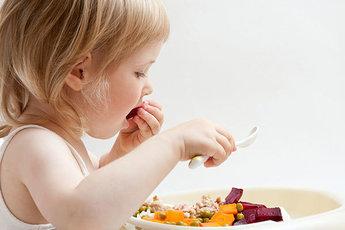 Четыре способа научить ребенка правильно питаться