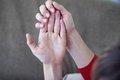 Почему немеют пальцы и кисти рук