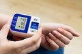 Риск смерти повышается, если у пожилых давление ниже 140/90