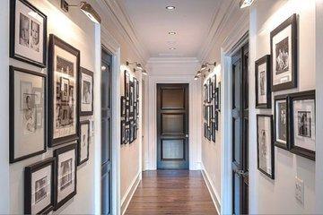 """Узкий коридор: дизайнерские уловки, которые помогут """"расширить"""" пространство"""