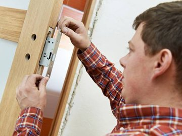 Как отремонтировать двери: пошаговая инструкция