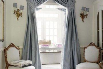 Декорируем дверной проем шторами