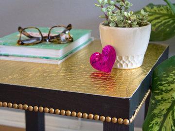 Обновляем ночной столик с помощью ткани