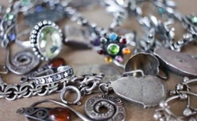 Как почистить ювелирные украшения в домашних условиях