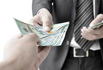 Раздавать деньги приятнее, чем их иметь