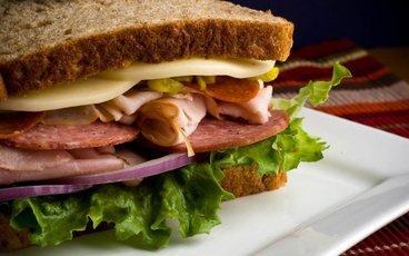 Бутерброд с химией: пищевые добавки на пути в твой желудок. Есть ли выход?