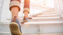 Для улучшения здоровья сердца надо трижды в день подниматься по лестнице
