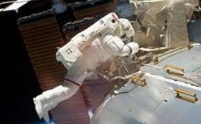 """Космонавты выясняют происхождение дыры в """"Союзе"""""""