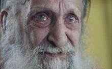 Старика, которого бросила семья, нашли на улице