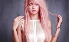 Вера Брежнева встретила весну розовыми волосами