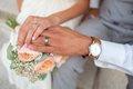 Уж замуж невтерпеж: дамы сами тащат под венец