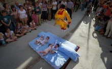 Очень необычные традиции некоторых стран